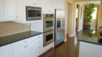 Amenager la cuisine dans une cuisine le ct pratique et - Bien amenager sa cuisine ...