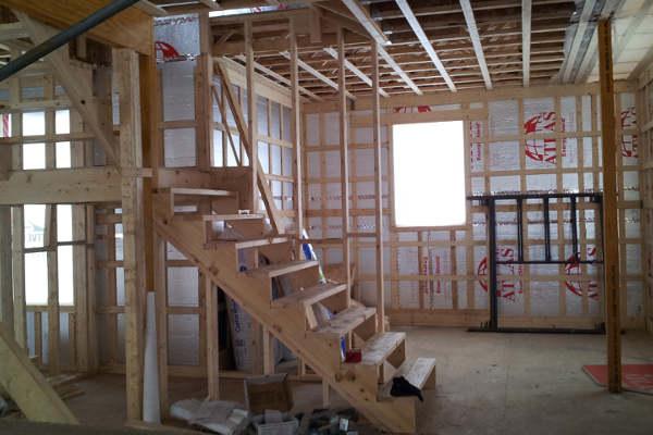 isoler une maison, escalier temporaire maison,