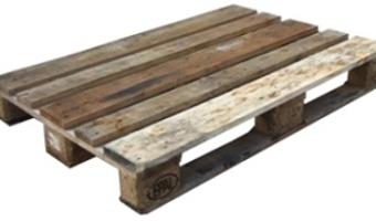 De vieilles palettes de bois dans le jardin for Idee palette en bois