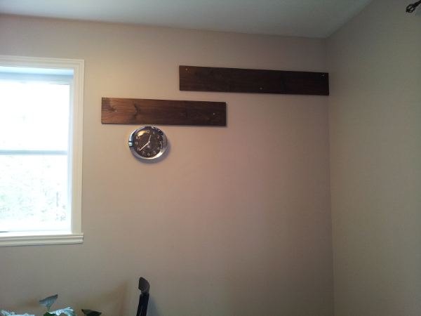 mur de bois, cubes en bois, projet bureau de travail,
