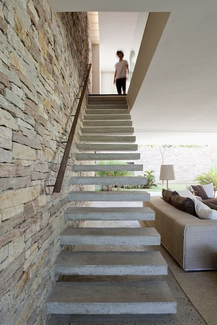 Escalier b ton escalier moderne b ton escalier suspendu b ton - Escalier beton moderne ...
