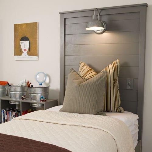 Tête de lit en bois gris et moderne
