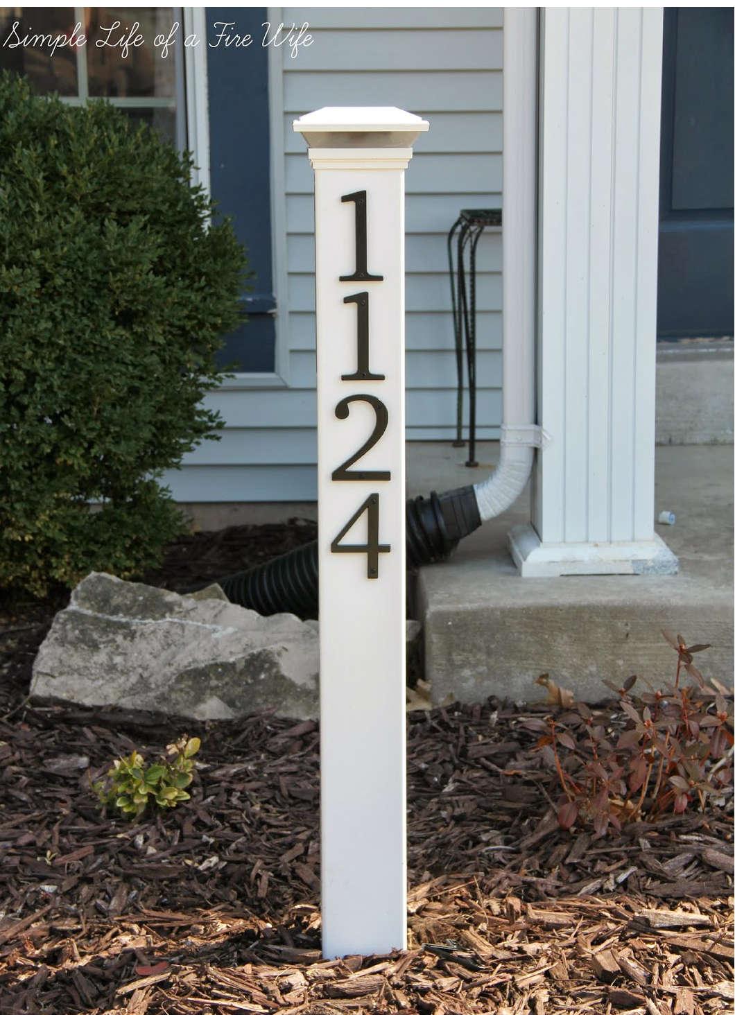 adresse sur un poteau, numéro maison poteau,