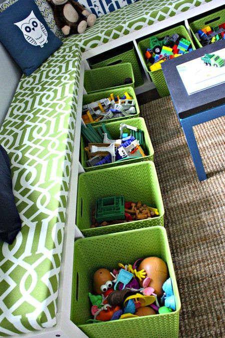 Ranger des jouets sous la banquette