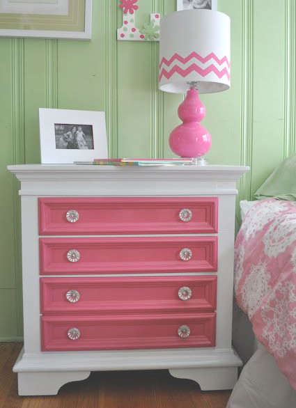 Commode de chambre rose