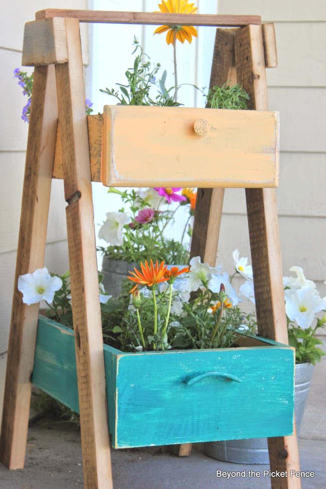 diy jardinière avec de vieux tiroirs