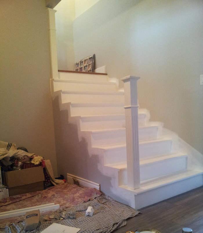 Installer poteau rampe d'escalier