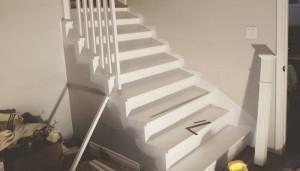 installer une rampe d'escalier au sous-sol