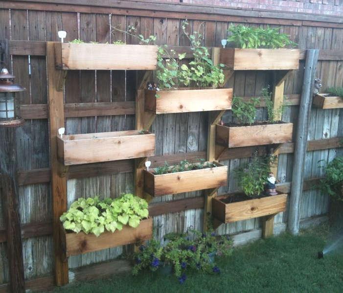 faire un jardin vertical avec des caissons de bois