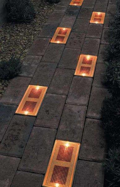 brique solaire pour éclairer un sentier