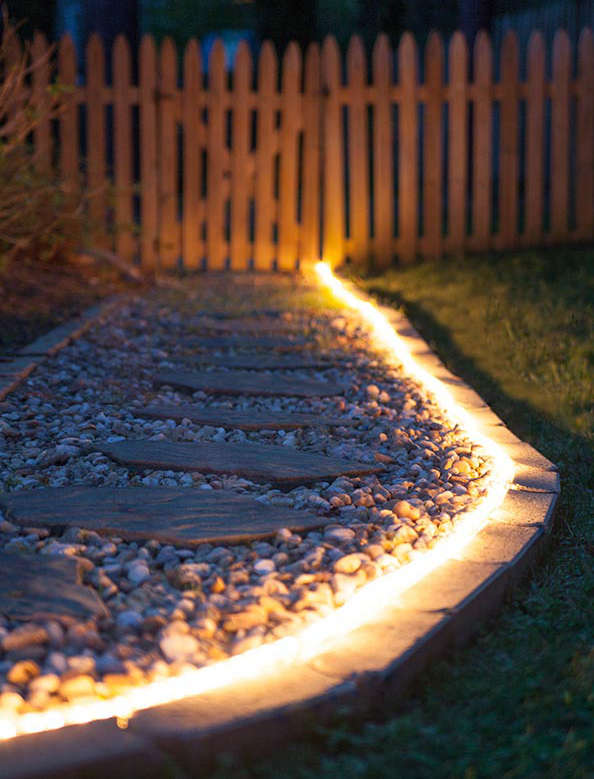 Cordon lumineux pour éclairer une alléée