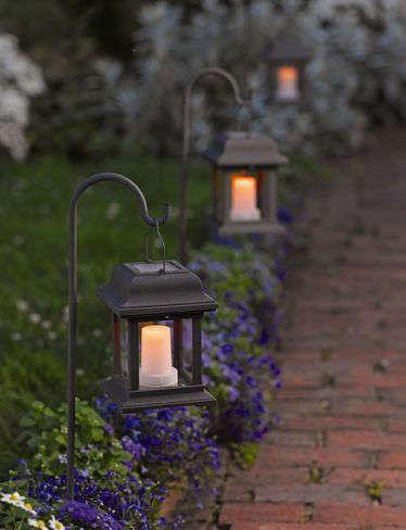 Des lanternes pour éclairer un sentier ou une allée