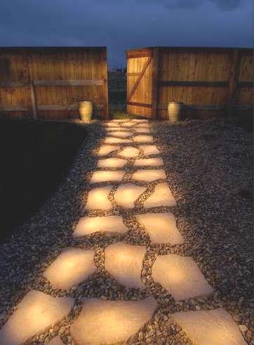 peinture phosphorescente pour une allée de pierres