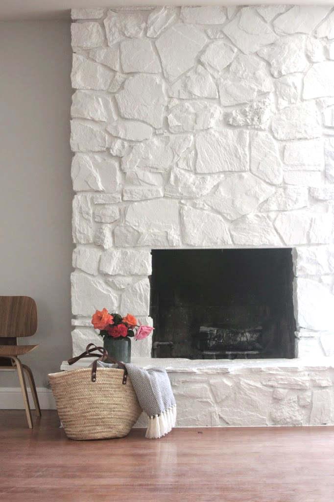 Manteau de foyer en pierres naturelles blanches