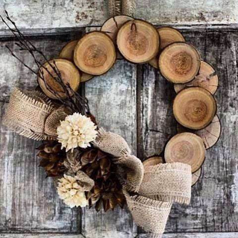 Couronne de Noël en rondin de bois